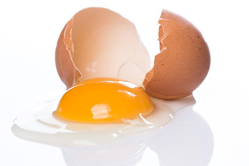 زرده تخم مرغ بر بدن
