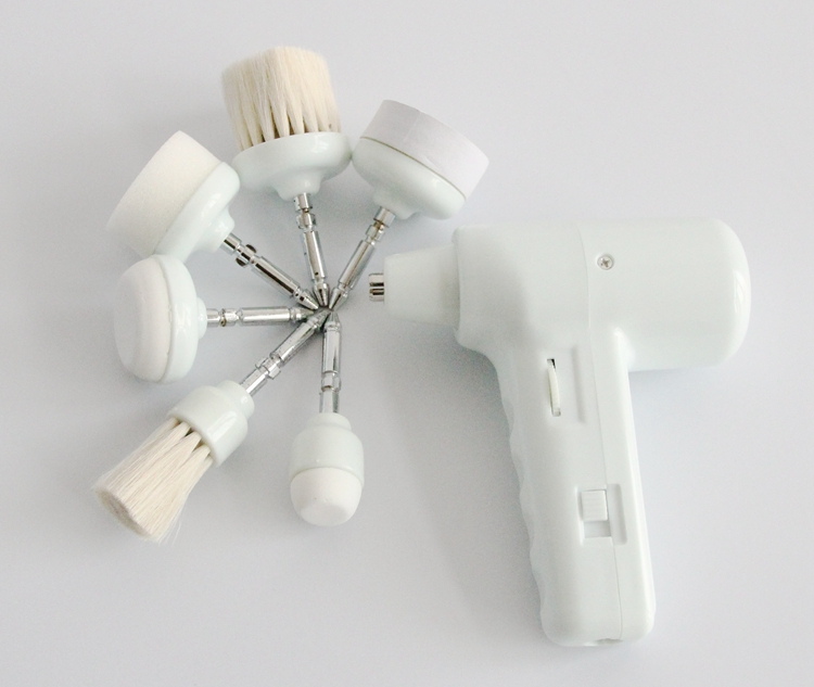 برس تمیزکاری پوست برای تمیز کردن پوست، پاک کردن پوست و از بین بردن سلولهای مرده، میکروماساژبا دکمه های کنترل سرعت مختلف ( آهسته یا سریع ) به حالت چرخان...