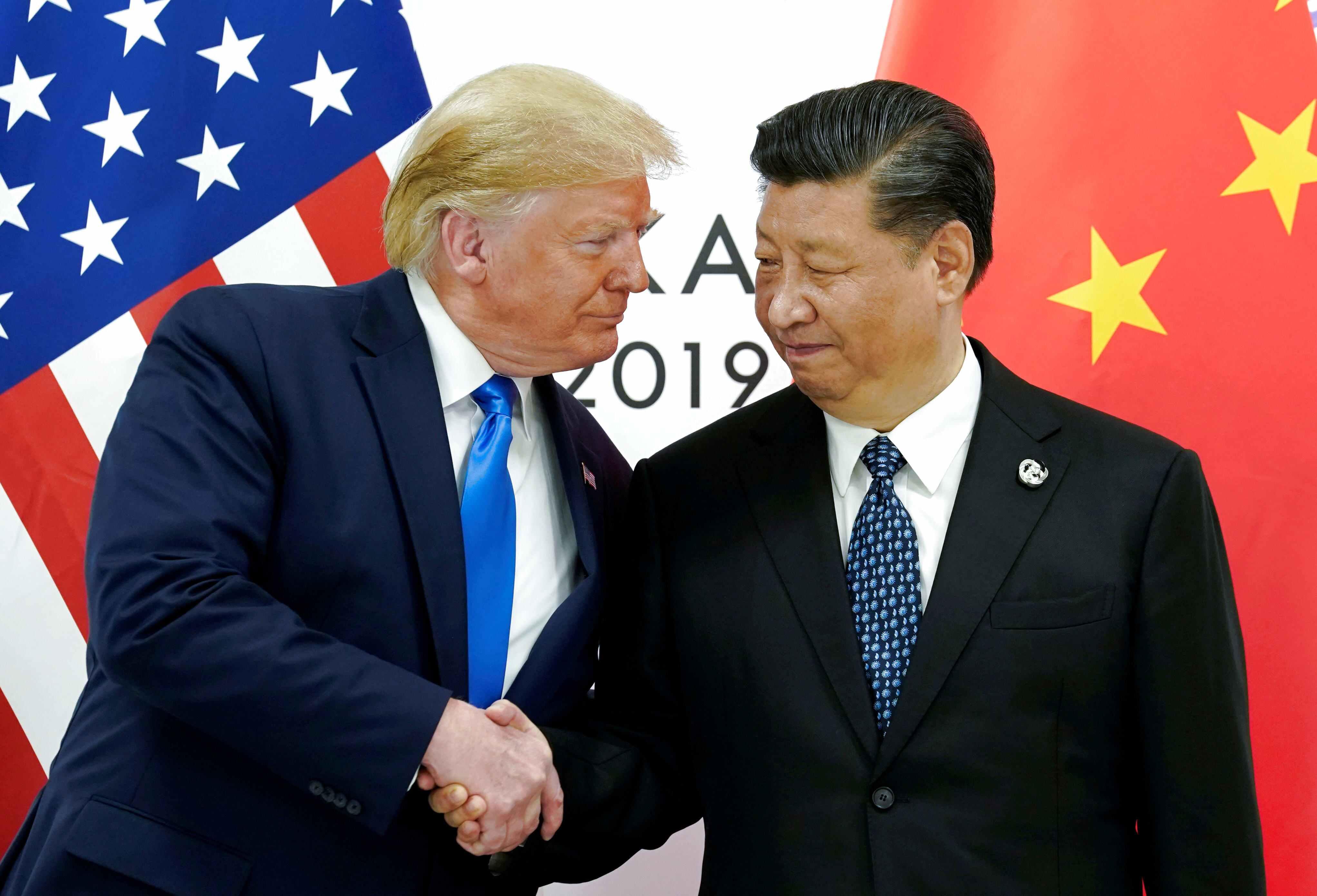 """رییس جمهوری چین: باید به فناوریهای کلیدی دست یابیم  «شی جین پینگ» رییس جمهوری چین که کشورش بر سر فناوری و تکنولوژی های نوین، درگیر جنگ تجاری با آمریکا شده است اظهار کرد باید به فناوریهای کلیدی دست یابیم و این تکنولوژیها را در دست بگیریم.  شی روز جمعه در جریان بازدید از کارخانه تجهیزات هوشمند سانوارد (sunward) شهر """"چانگ شا"""" در استان """"هونان"""" تاکید کرد علاوه بر فناوریهای کلیدی، همچنین باید صنایع ساخت و تولید را نیز در دست داشته باشیم تا در این زمینه خودکفا شویم."""