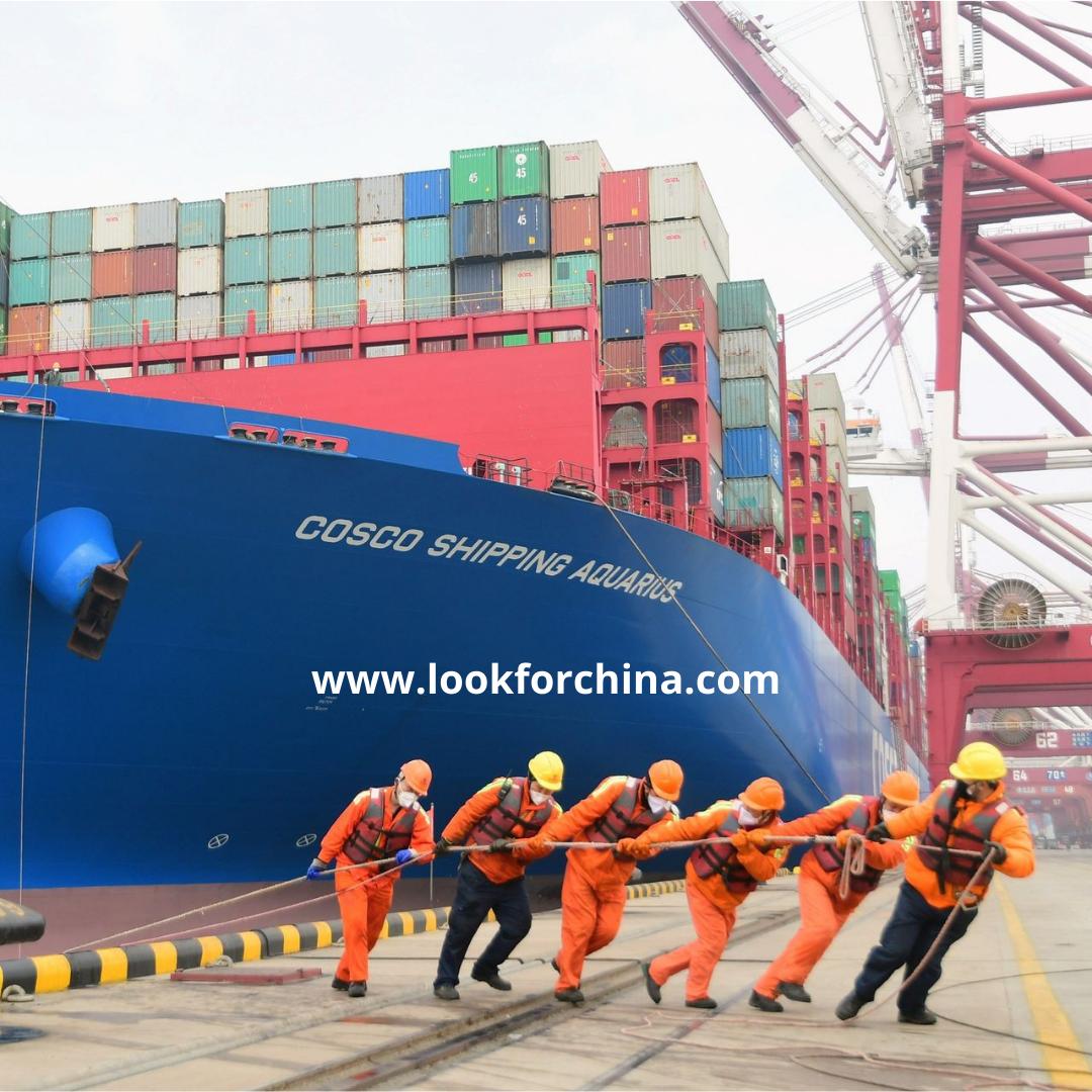 تاثیرات تعطیلات سال نوی چین بر حمل و نقل کالاها صنعت حمل و نقل داخلی و بین المللی کالاهای مرتبط با چین یکی از گروه هایی است که بیشترین تاثیر را از تعطیلات چین می پذیرد. چرا که یک ماه مانده به شروع تعطیلات حجم سفارشات افزایش پیدا می کند و حجم عمده ای از کار را بر روی شرکتهای حمل و نقل تحمیل می کند.